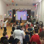 Концерт и мандарины в подарок детям — инвалидам